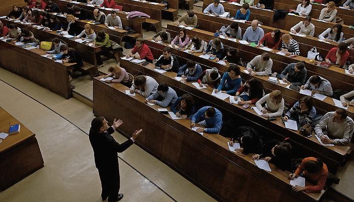 Foto de El Ministerio de Educación convoca las becas para enseñanzas postobligatorias 2015/2016