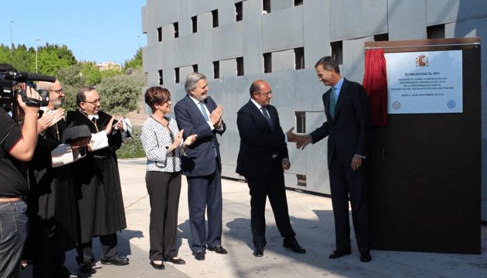 Foto de Promesas y críticas marcan la inauguración del curso universitario 2015/2016