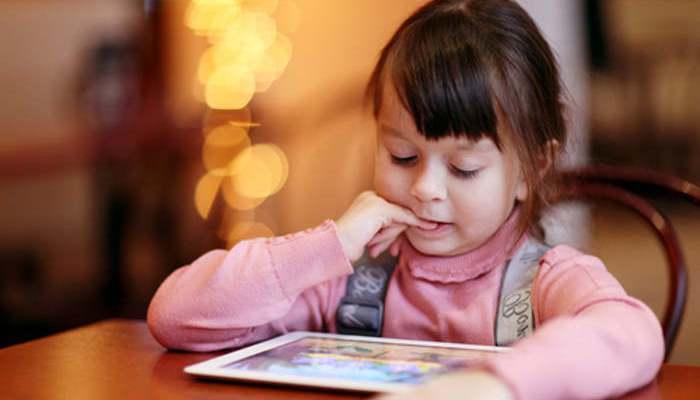 Foto de Calmar a los niños con el móvil, ¿una buena solución?