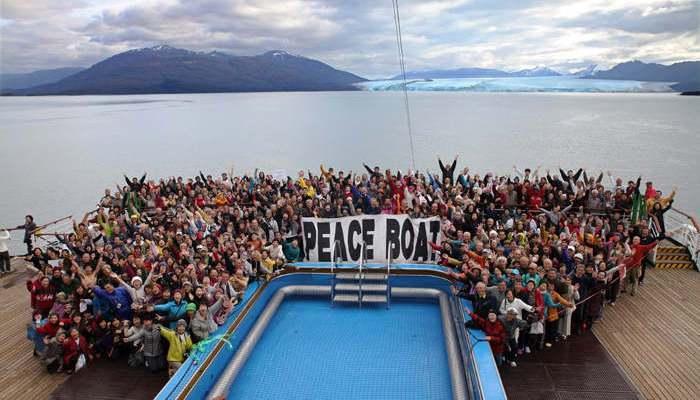 Foto de Profesores de español a bordo del Barco de la Paz y en otros múltiples destinos
