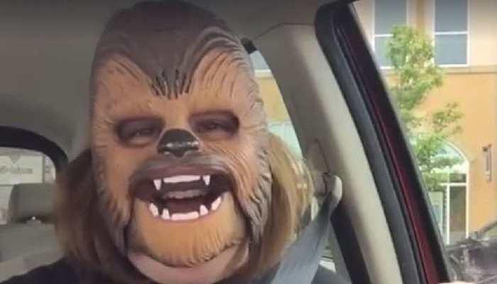 """Foto de La """"madre Chewbacca"""" recibe becas universitarias para ella y su familia"""