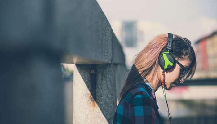 Foto de ¿Qué emociones despierta escuchar canciones melancólicas?