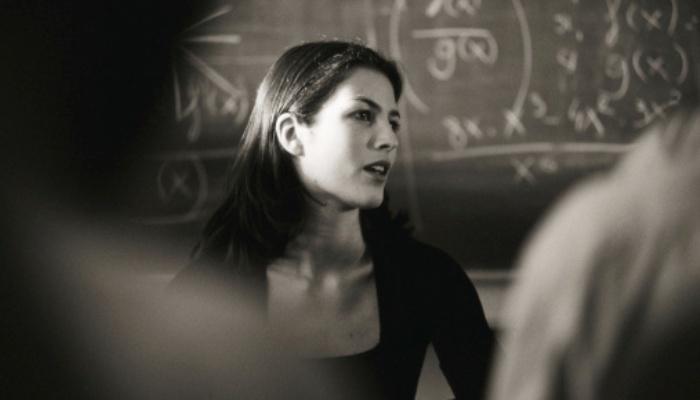 Foto de Un estudio sugiere que los estudiantes aprenden mejor con profesores atractivos