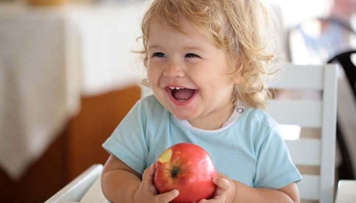 Foto de Los bebés refuerzan su pensamiento social al sentarse en la mesa con adultos
