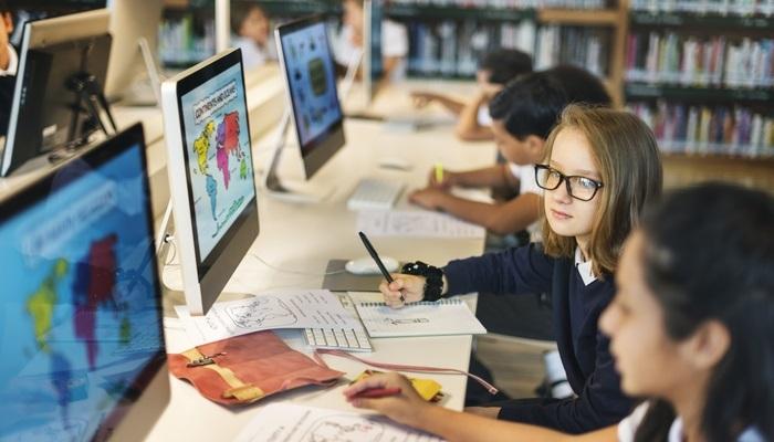 Foto de España, a la cabeza de la Unión Europea en ordenadores por alumno