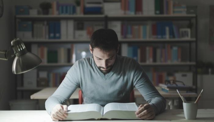Toda despierto noche la para estudiar estar como