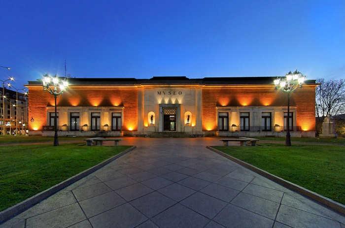 Foto de Becas en forma de pase VIP para trabajar en un museo
