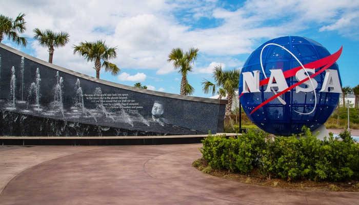 Foto de 24 pasaportes a la NASA en forma de becas para investigar sobre nuevos planetas