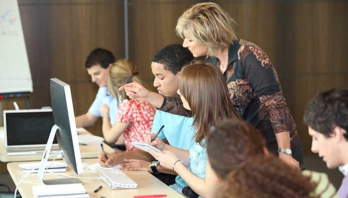 Foto de Educación convoca puestos de profesor de Secundaria para trabajar en Argentina