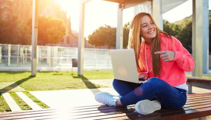 Foto de Nuevas becas para mujeres 'tech' de la mano de Booking y las universidades de Oxford y Delft