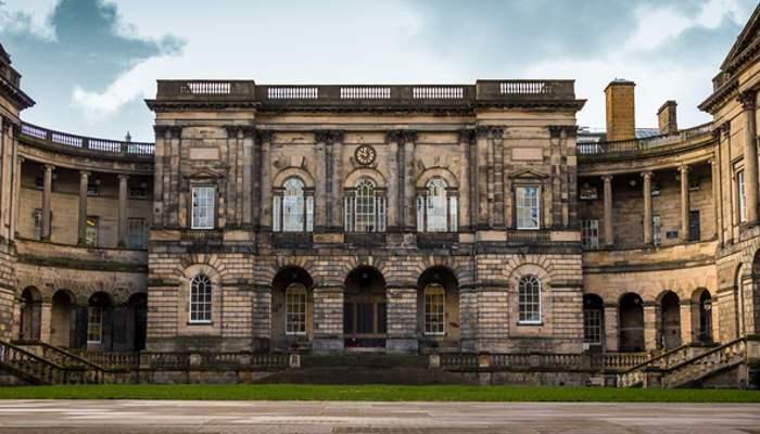 Foto de Sigue los pasos de Darwin y estudia en la Universidad de Edimburgo con beca