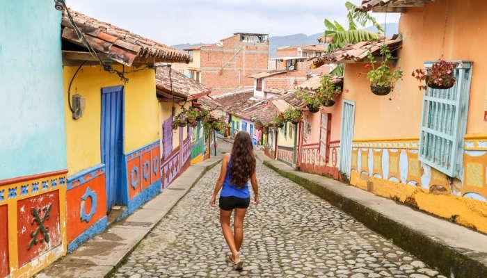 Foto de Prepárate para saltar el charco con estas becas de postgrado con destino Colombia