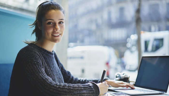 Foto de Becas máster para jóvenes en las profesiones que más contratan