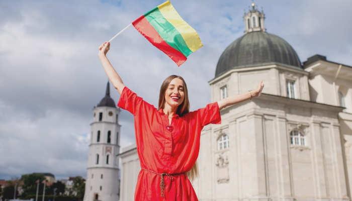 Foto de Lituania busca profesores de español para dar clase a niños y adultos