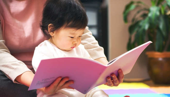 Foto de Cómo la lectura puede mejorar el lenguaje en bebés de 8 meses