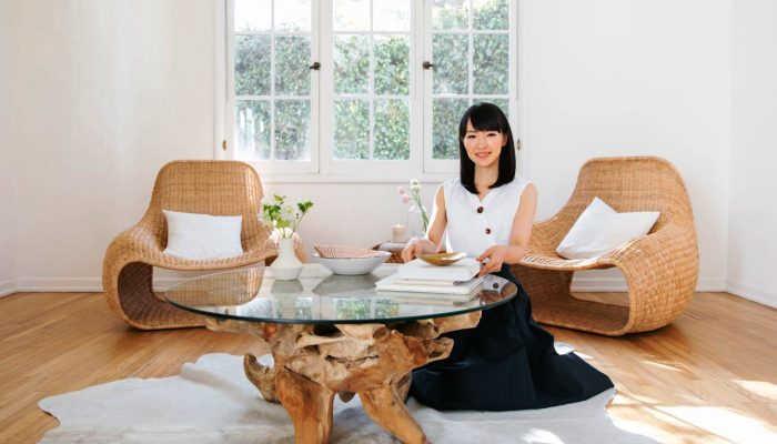 Foto de Marie Kondo: ¿se pueden aplicar sus consejos de orden en casa al trabajo o estudios?