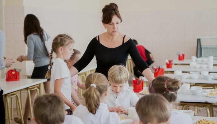 Foto de Cómo ser Monitor de Comedor Escolar: curso, requisitos y aptitudes