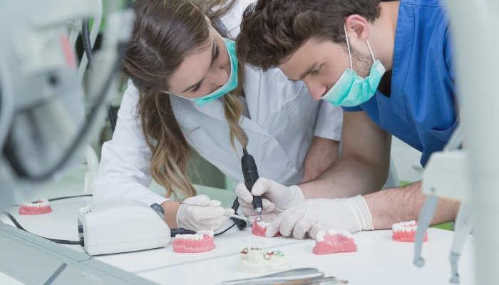 Foto de Cómo ser Protésico dental: formación y salidas profesionales