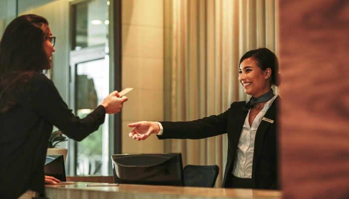 Foto de Cómo ser Recepcionista de Hotel: requisitos y formación que necesitas para trabajar
