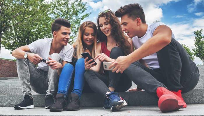 Foto de Los jóvenes se muestran a favor de la equidad pero persiste el control hacia la pareja