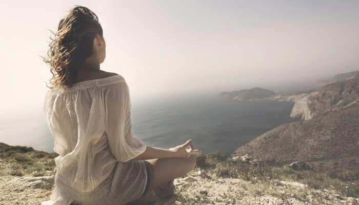 Foto de Meditación contra el estrés para superar la ansiedad en estudios y trabajo