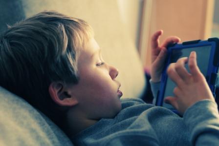 Foto de El acceso a la pornografía se adelanta a los 8 años pese al uso de apps de control parental
