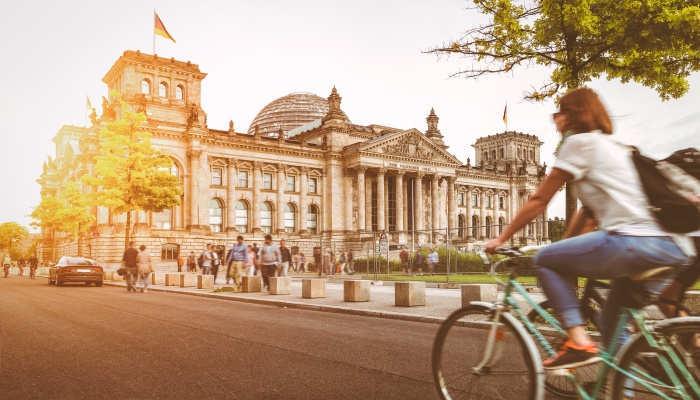 Foto de Trabajar en Alemania: vacantes para maestros de Infantil, farmacéuticos, recepcionistas y conductores