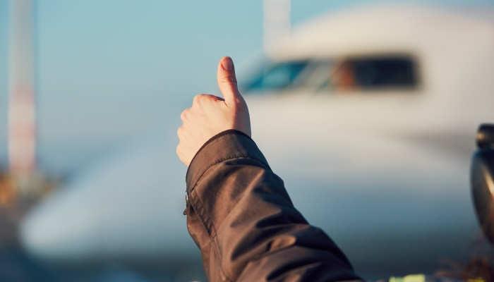 Foto de Tripulante de Cabina y Técnico de Operaciones Aeroportuarias: profesiones para trabajar volando