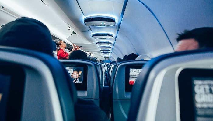 Foto de Azafata de vuelo, clave en las compañías aéreas para mejorar la experiencia de los viajeros