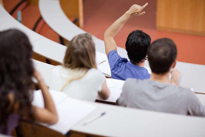 Foto de ¿Qué opinan los jóvenes de los cambios en las becas del Ministerio de Educación para el curso 2020-2021?