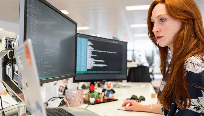Foto de Programador Python: cursos para ser un as de la programación más demandada