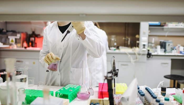 Foto de La Agencia Española de Medicamentos convoca 14 becas para jóvenes titulados universitarios
