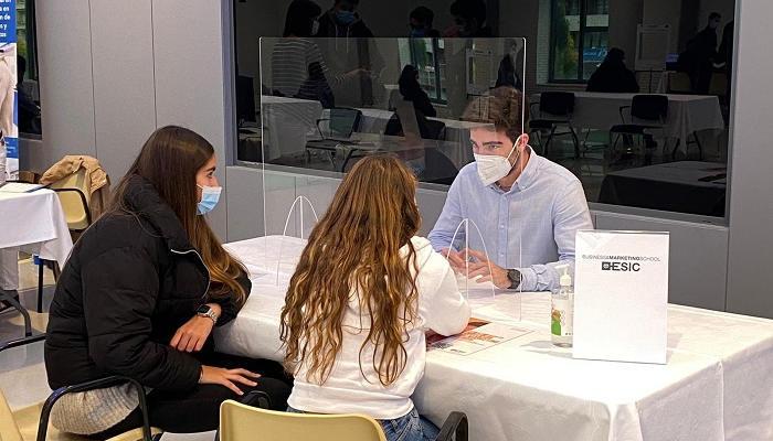 Foto de Todo listo en FIEP Madrid presencial para elegir postgrado y conocer las becas disponibles